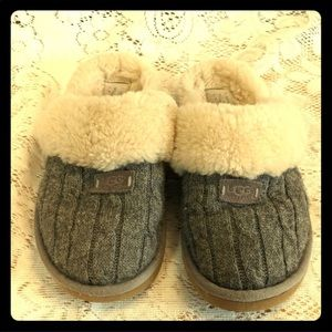 Ugg grey cable knit slippers